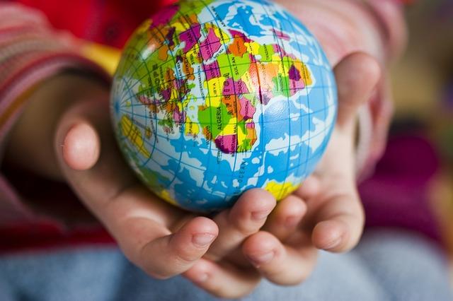 child hands, earth clobe