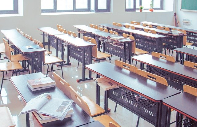 classroom-2787754_640.jpg