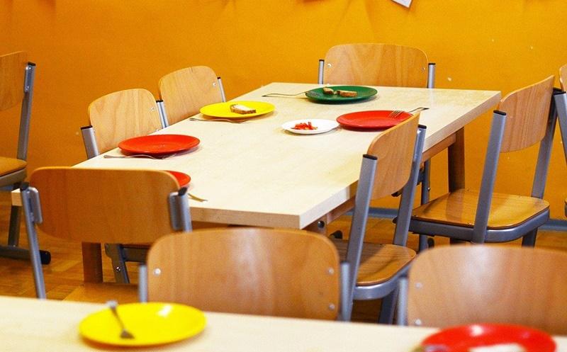 gradinita, masa, scaune